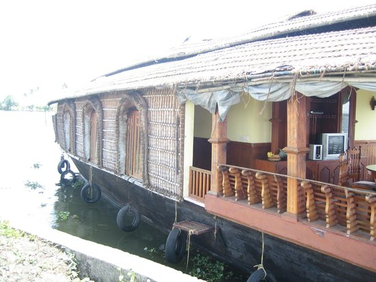 Snehadhara Homestay: Side view of our boat house