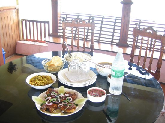 Snehadhara Homestay: Lunch at the boat house