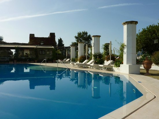 Belmond Hotel Caruso : Belvedere pool and restaurant area