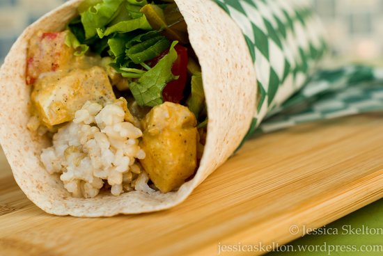 Gabriel's Gourmet Cafe: Curry chicken, House made apple tomato chutney & brown rice wrap