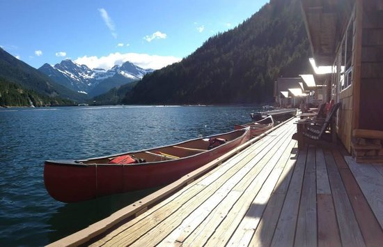 Ross Lake Resort: Dock your boat right in front of your cabin!