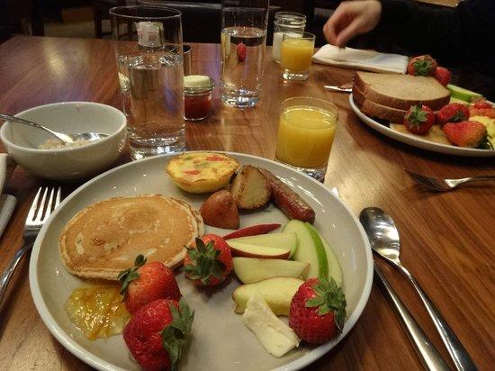 Grand Hyatt San Francisco: Good breakfast at Oneup restaurant