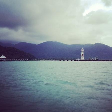 Bhuvarin Resort: on the free service boat to the fisherman village!
