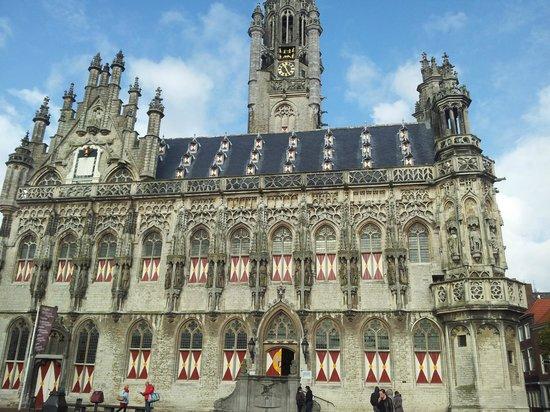 Town Hall: La facciata
