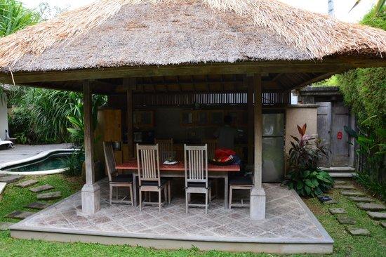 Serene Villas: Kitchen