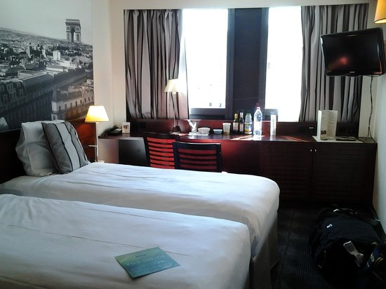 Hotel Concorde Montparnasse: Room