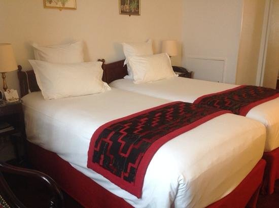 Hotel California Paris Champs Elysees: Suite twin beds ... very comfortable!