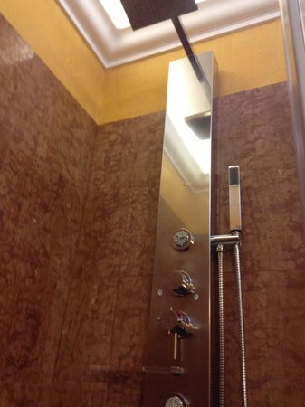Veneto Palace Hotel: Dettaglio Doccia