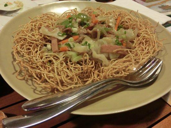 Nin-Nikuya Grotto: 中華焼きそば。皿うどん風。具だくさんででっかいし味もgood