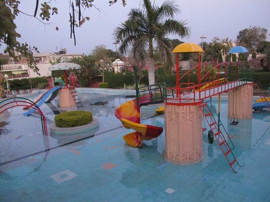 Park Club and Resorts : water play area