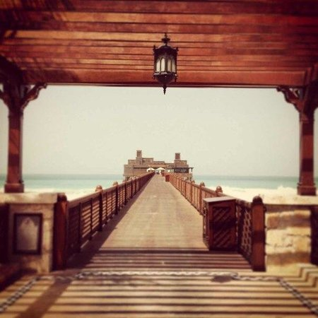Jumeirah Dar Al Masyaf at Madinat Jumeirah: ресторан на причале