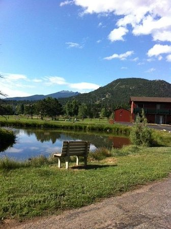 Discovery Lodge: View of Rocky Mountains from gazabo