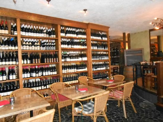 Das Weinhaus: ... and here is the wine connoisseur's paradise waiting for you