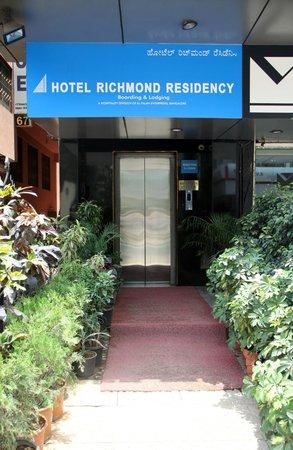 Hotel Richmond Residency : Entrance