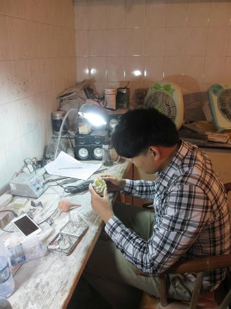China Stone Carving City : Stone carver carving