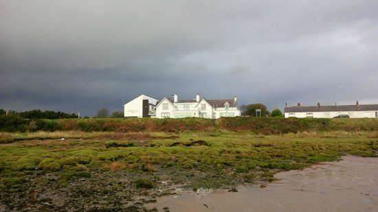 Powfoot Golf Hotel: hotel from the beach