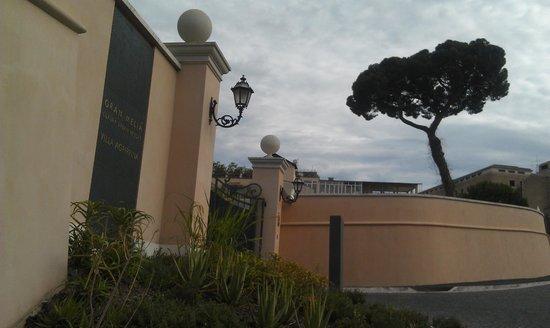 Gran Melia Rome: въезд на территорию