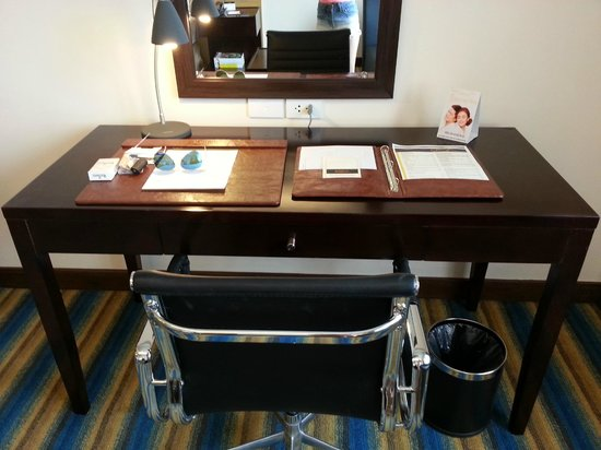 Luxent Hotel: Study table