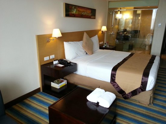 Luxent Hotel: Bed