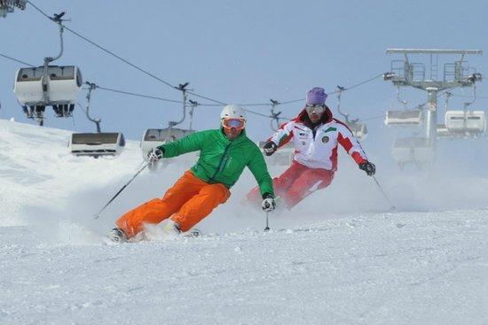 Centrale Scuola Sci e Snowboard: Il maestro Iwan  in azione con il suo allievo