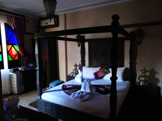 Riad & Spa Mabrouk: Cama