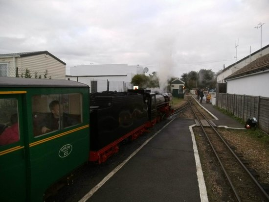 Romney Sands Holiday Park - Park Resorts: Steam railway stops right at site