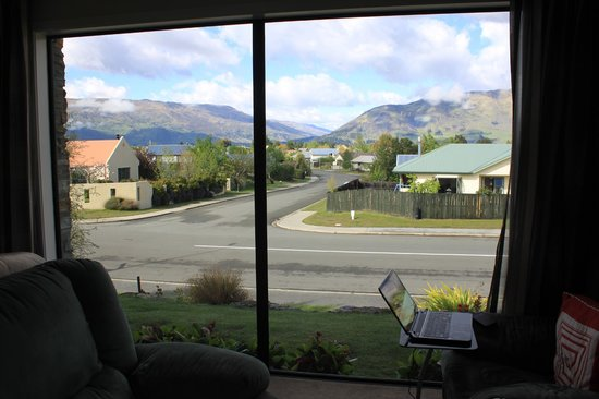 Montrose Bed & Breakfast Wanaka: Stunning mountain views from the living room