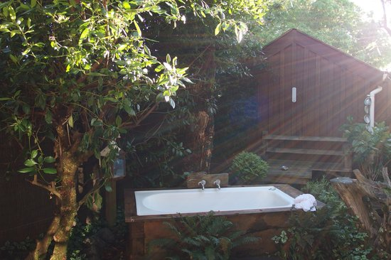 Dylans Country Cottages: Warm morning sun