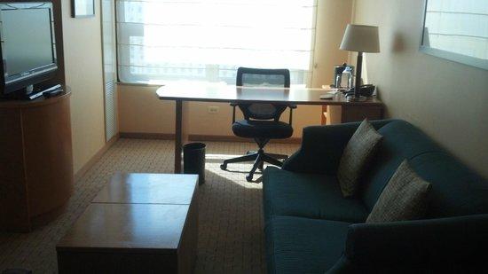 Renaissance Chicago O'Hare Suites Hotel: Гостиная