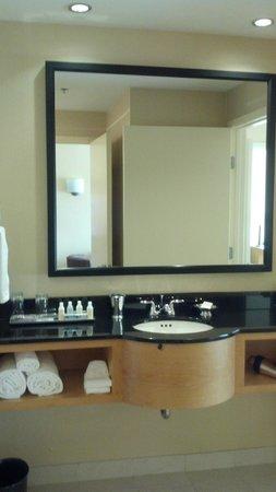 Renaissance Chicago O'Hare Suites Hotel: Умывальник