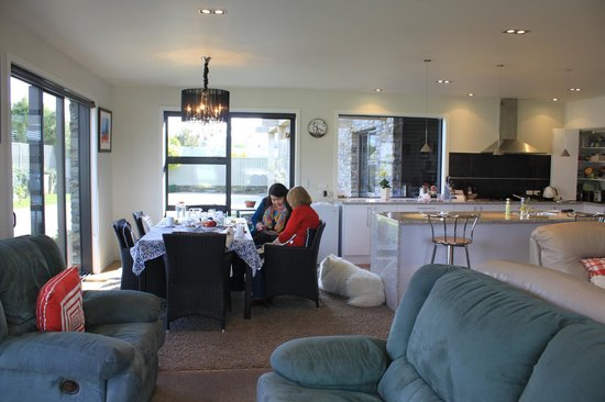 Montrose Bed & Breakfast Wanaka : In the dining room after Barbara's generous cooked breakfast