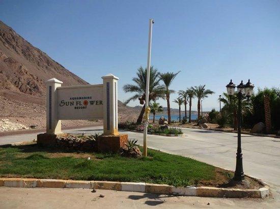 Aquamarine Sun Flower Resort : Ingang van het resort