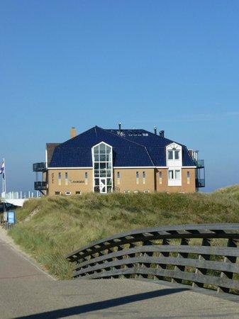 Strandhotel Noordzee: Hotel from the rear