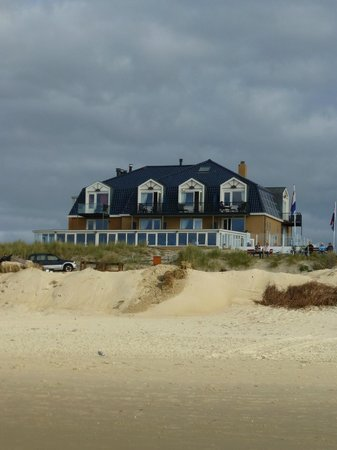 Strandhotel Noordzee: Hotel from the beach