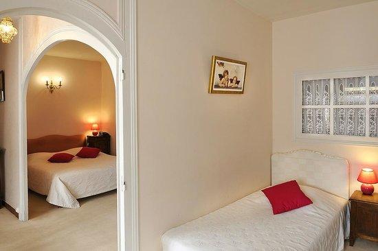 Logis Manoir de la Giraudiere : chambre quadruple