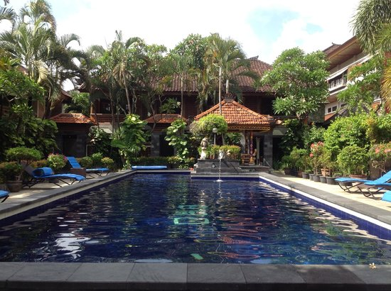 Dewa Bharata Kuta Bungalow: The pool