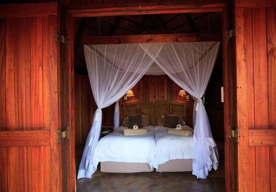 Shayamoya Tiger Fishing & Game Lodge: Standard chalet