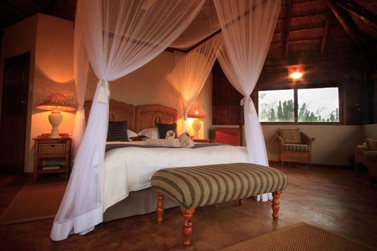 Shayamoya Tiger Fishing & Game Lodge: Honeymoon chalet or premium unit