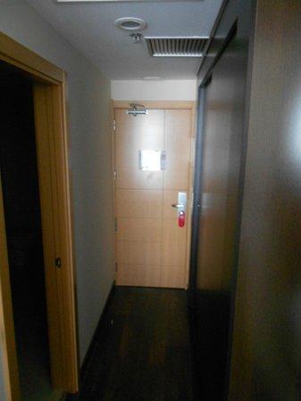 Hotel Eurostars Zaragoza: Puerta de la habitación. Interior