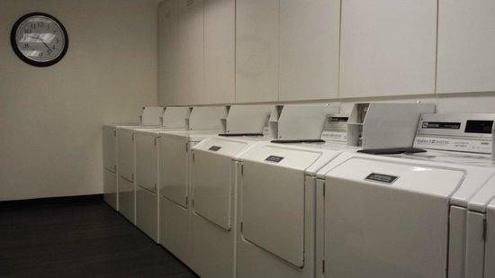 Ibis Singapore on Bencoolen : self laundry area