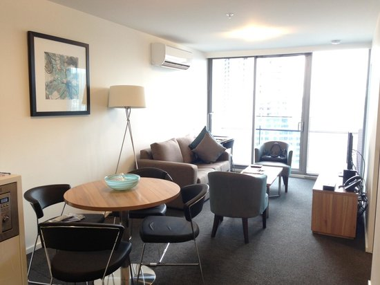 Melbourne Short Stay Apartments MP Deluxe: Living area