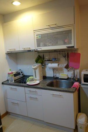 Gracehome Service Apartment: kitchen set area