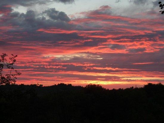 Domaine de la Tortiniere : お庭からの夕陽