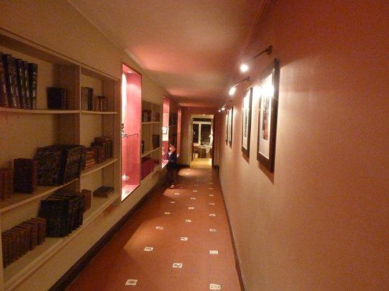 Domaine de la Tortiniere : レストランへの廊下
