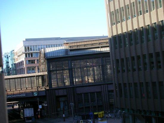 Meliá Berlin : la gare proche de l'hôtel