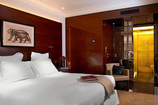 Hotel Montaigne: Chambre Hôtel Montaigne Paris 1