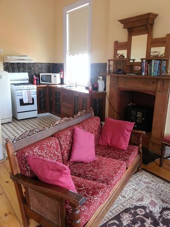 แอนเนสเล่ย์เฮาส์: Kitchen living area in Rosalie