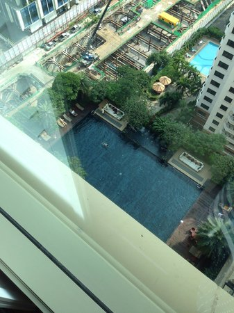 Grande Centre Point Hotel Ratchadamri: Room view to swimming pool