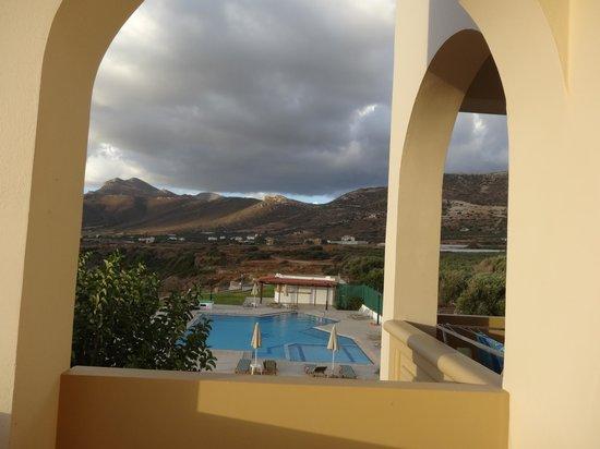 Panorama Hotel : vue de la piscine de notre balcon