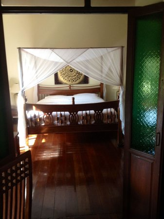 Baan Orapin Bed and Breakfast : Four poster bed